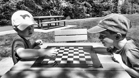 Kinder spielen Schach; allycatfoxtrott